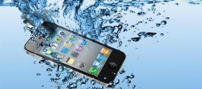 Điện thoại thông minh rơi xuống nước: điều chính là không hoảng sợ