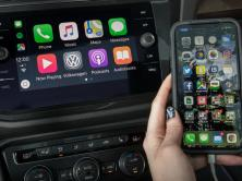 Android Auto a Apple CarPlay: jak smartphony mění zábavní systémy v autech