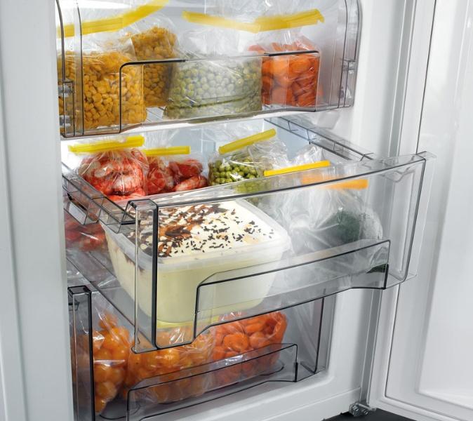 nourriture dans le réfrigérateur