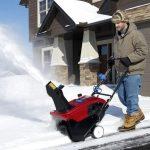 Souffleuse à neige électrique - un assistant idéal dans le pays pour dégager les chemins enneigés