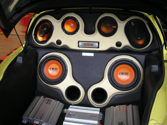 haut-parleurs dans la voiture