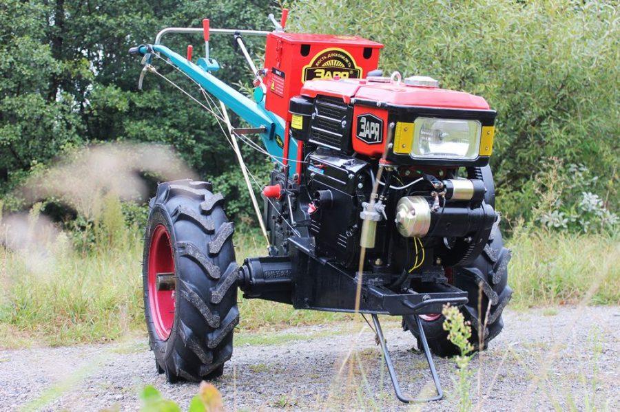 tracteur à conducteur accompagnant avec prise de force